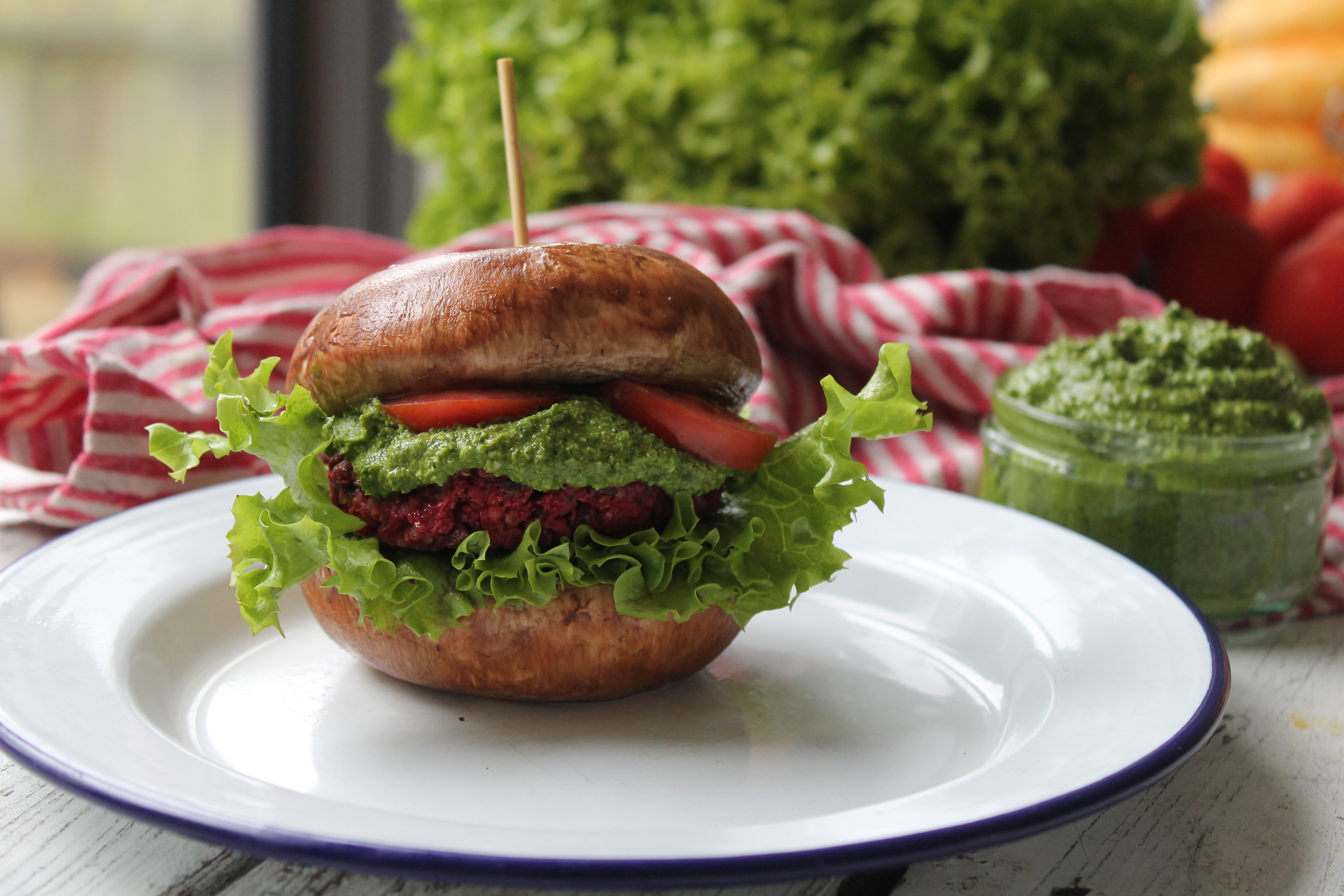 Beetroot and lentils burgers