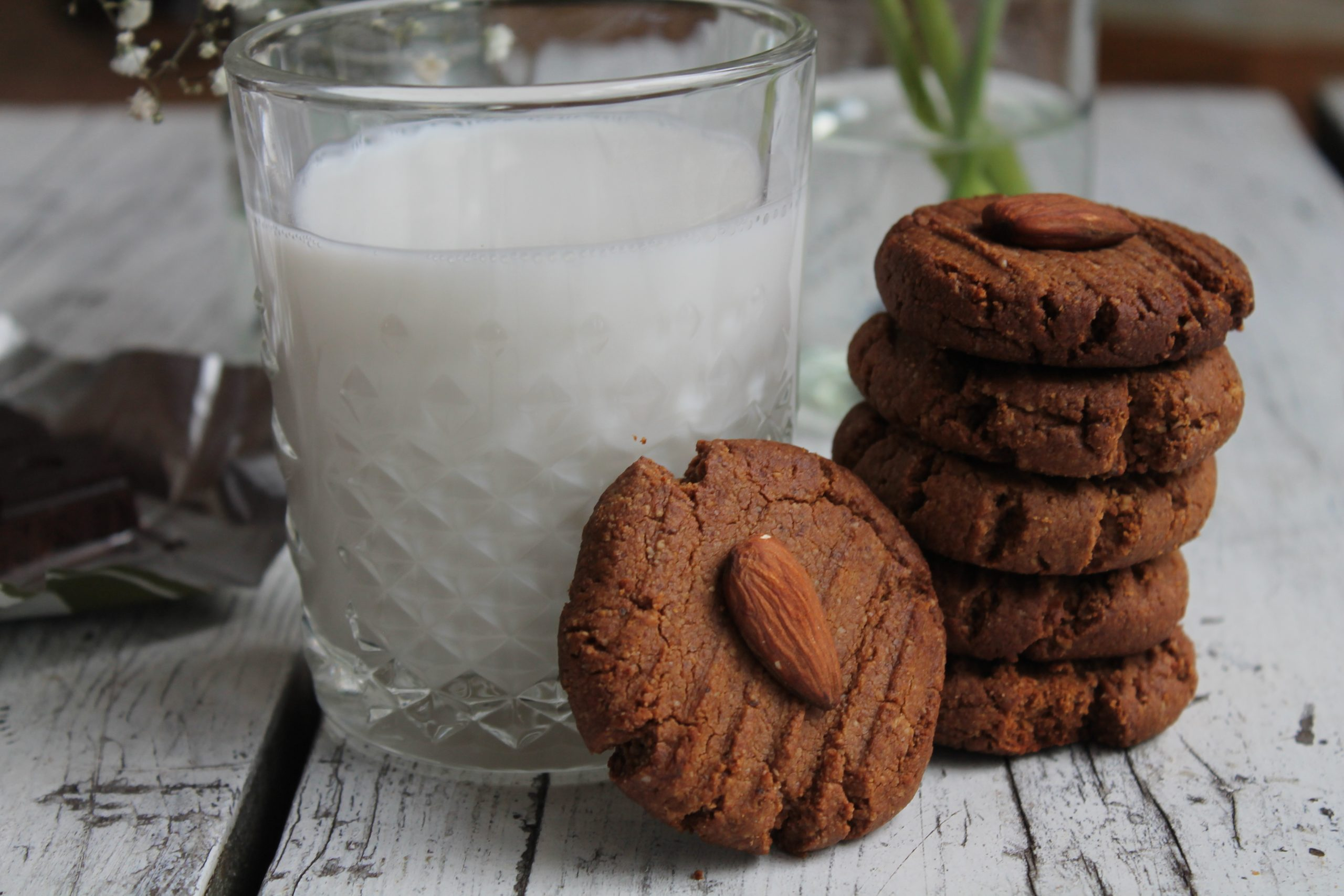 Almond butter and cacao cookies – grain free