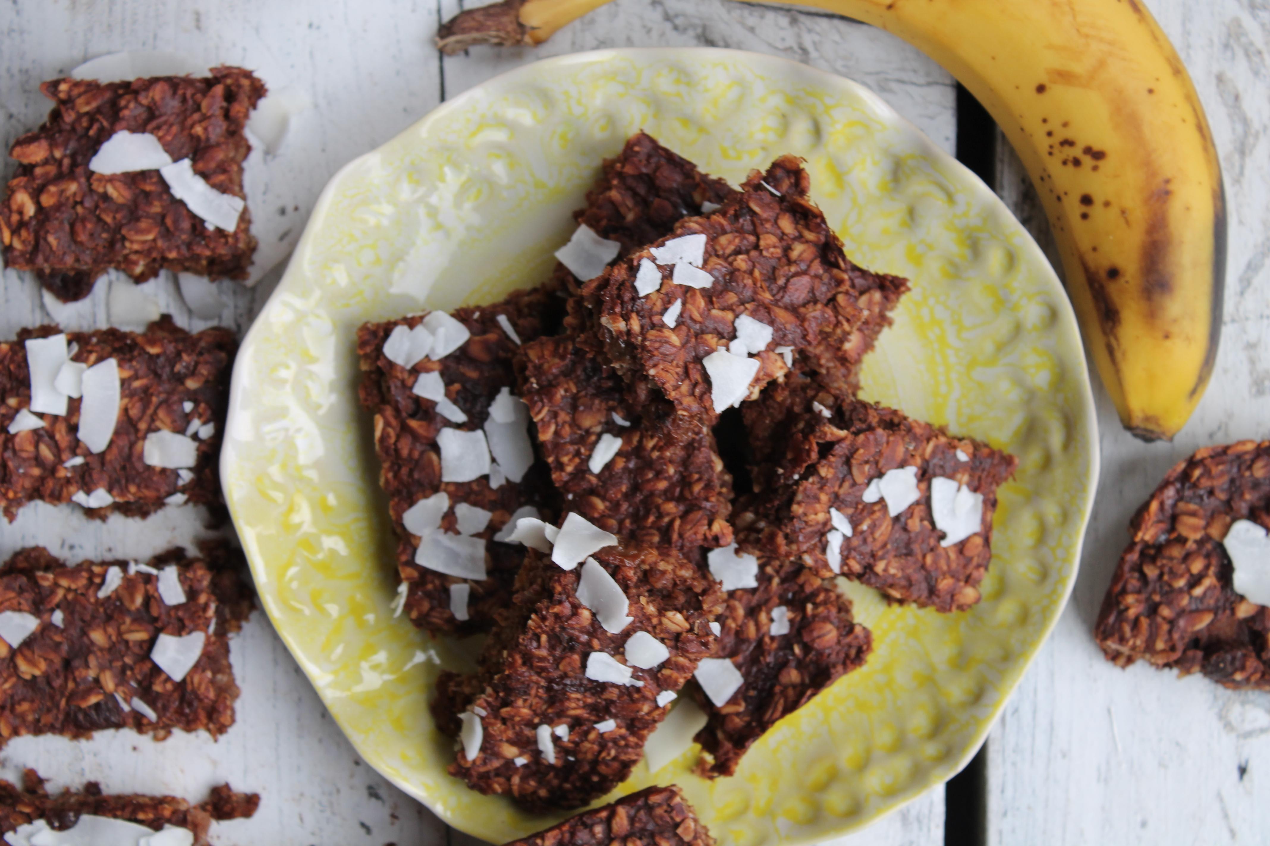 Banana, sultanas and cacao breakfast bars